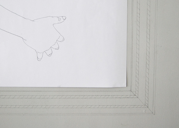 Drawing pregnancy on paper and wall